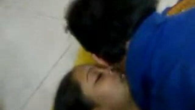 ஜெஸ்ஸா டாப் 10 ஆபாச வீடியோக்கள் வீட்டிற்கு வருகிறாள், அவளது கண்ட் படகோட்டி