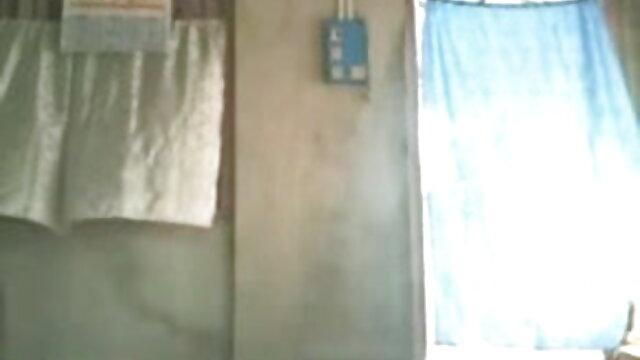 மொராக்கோ பெண் ஒரு பெரிய சேவல் மொராக்கோவைப் சிறந்த ஆபாச xnxx பிடிக்கிறாள்