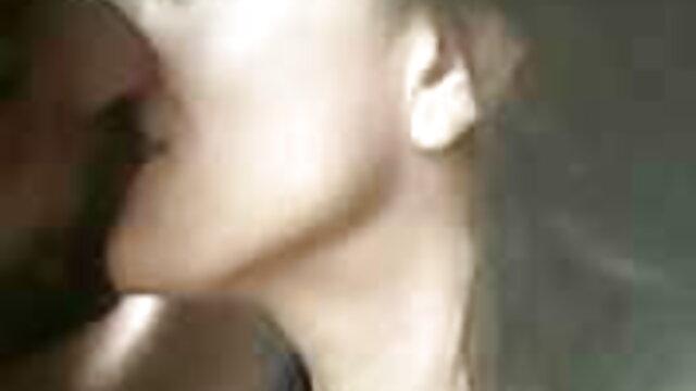 ஈரமான கரடுமுரடான உயர் தரமான ஆபாச வெள்ளை வேசியில் கருப்பு டிக்