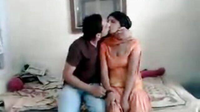 - பெட்டா ஜென்சன், தனது காதலியுடன் ஒரு சிறந்த ஜப்பனீஸ் ஆபாச தளத்தில் பொம்மையுடன் விளையாடுகிறாள்