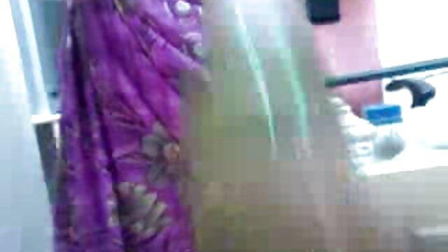 அவளுக்கு பிடித்த ஆண்குறியுடன் அழகான அமெச்சூர் xnx மேல் டீன்