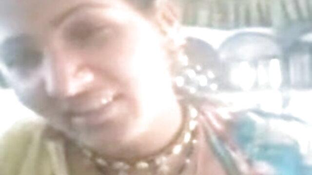 டிரிபிள் சிறந்த கதை ஆபாச டி லெதர் 15854 இல் லீனா பாவெல் மற்றும் அவரது பெரிய இயற்கை மார்பகங்கள்