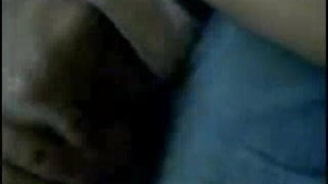 - மாற்றாந்தாய் தனது பெரிய நாட்டுக்காரன் மாற்றாந்தாய் கர்ட்னி டெய்லரைப் பிடிக்கிறார்