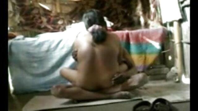 மார்பளவு அழகிகள் காப்ரி மற்றும் அம்மா மகன் செக்ஸ் ஹோட்டல் சார்லி ஒரு ஒட்டும் இனிப்பை உருவாக்குகிறார்கள்