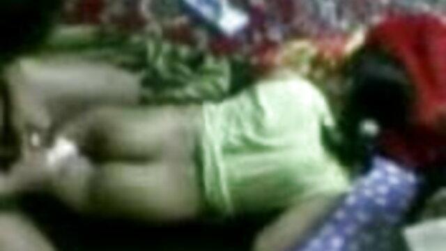இரட்டை அனல். ஒரு துளை இரண்டு உறுப்பினர்கள் அம்மா செக்ஸ் நண்பர்
