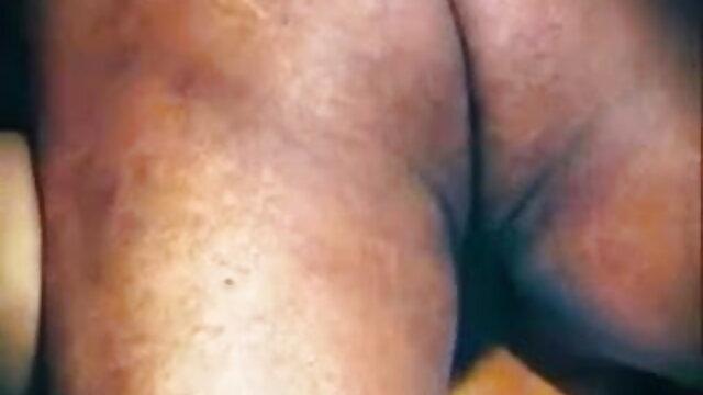 லிட்டில் ஹோலி ஹெண்ட்ரிக்ஸ், லெஸ்பியன் ஆஷோல் நீட்டப்பட்டது மேல் xnxx