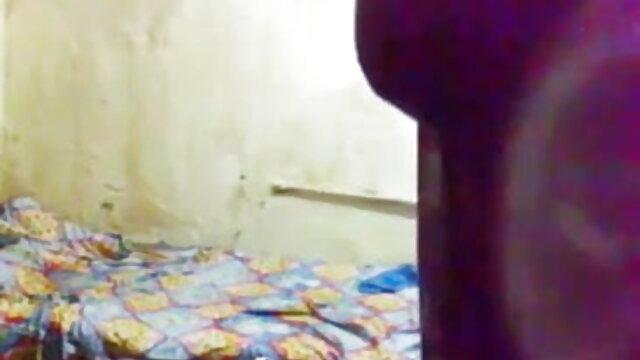 - அழகான ஒல்லியான கருங்காலி மேல் செக்ஸ் திரைப்படங்கள் டீன் புண்டை உழவு பெறுகிறது