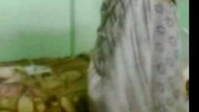 புண்டை மற்றும் கழுதையில் இரட்டை தலையீடு ஆபாச சிறந்த