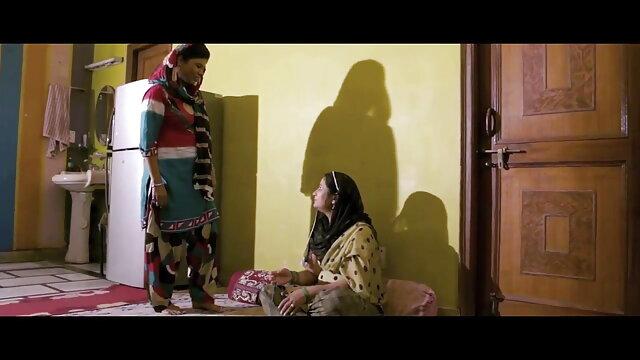 அழகான சிறந்த ஆபாச முழு hd மேசன் மூர் குதத்தில் தனது கால்களை விரிக்கிறார்