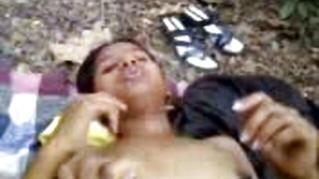 போலி டாக்ஸி மசாஸ்கள் ஒரு காரின் பேட்டைப் சிறந்த xxx தளங்கள் பிடிக்கின்றன