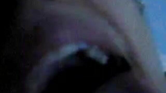 பாடிபில்டர் பெண் ஒல்லியான பையனைப் பிடிக்கிறாள் கருப்பு ஆபாச வலைத்தளங்கள்