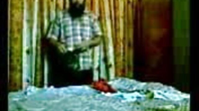 தோல் - இலவச பாதுகாப்பான ஆபாச அழகி டீன் கிரே தனது இனிமையான பெரிய கழுதைகளைக் காட்டுகிறார்