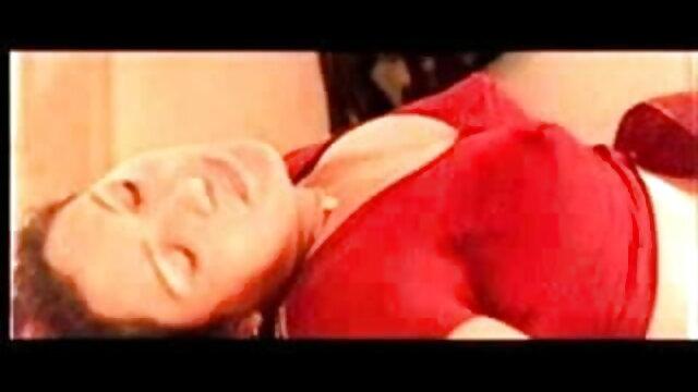 அழகான உலகின் சிறந்த செக்ஸ் வீடியோ டீன் வெப்கேமில் தனது கழுதை விரல்களை