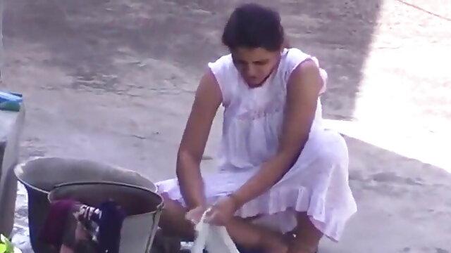 வெரோனிகா அவ்லூவ் தனது உள்ளாடைகளில் டாமி ஹோட்டல் செக்ஸ் ஆபாச கன்னைப் பிடிக்கிறார்.