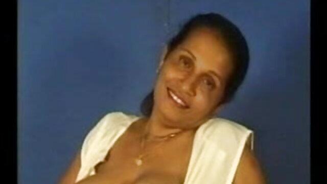 இரண்டு சகோதரிகள், 18 வயது, வெப்கேம்களில் காலை ஆபாச செக்ஸ் நிர்வாணமாக உள்ளனர்
