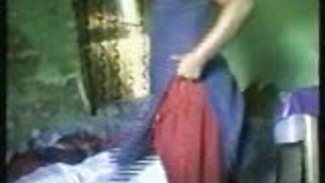 கொம்பு டீன் தனது பொம்மைகளுடன் அழுக்காகிவிடுகிறது சிறந்த செக்ஸ் படம்
